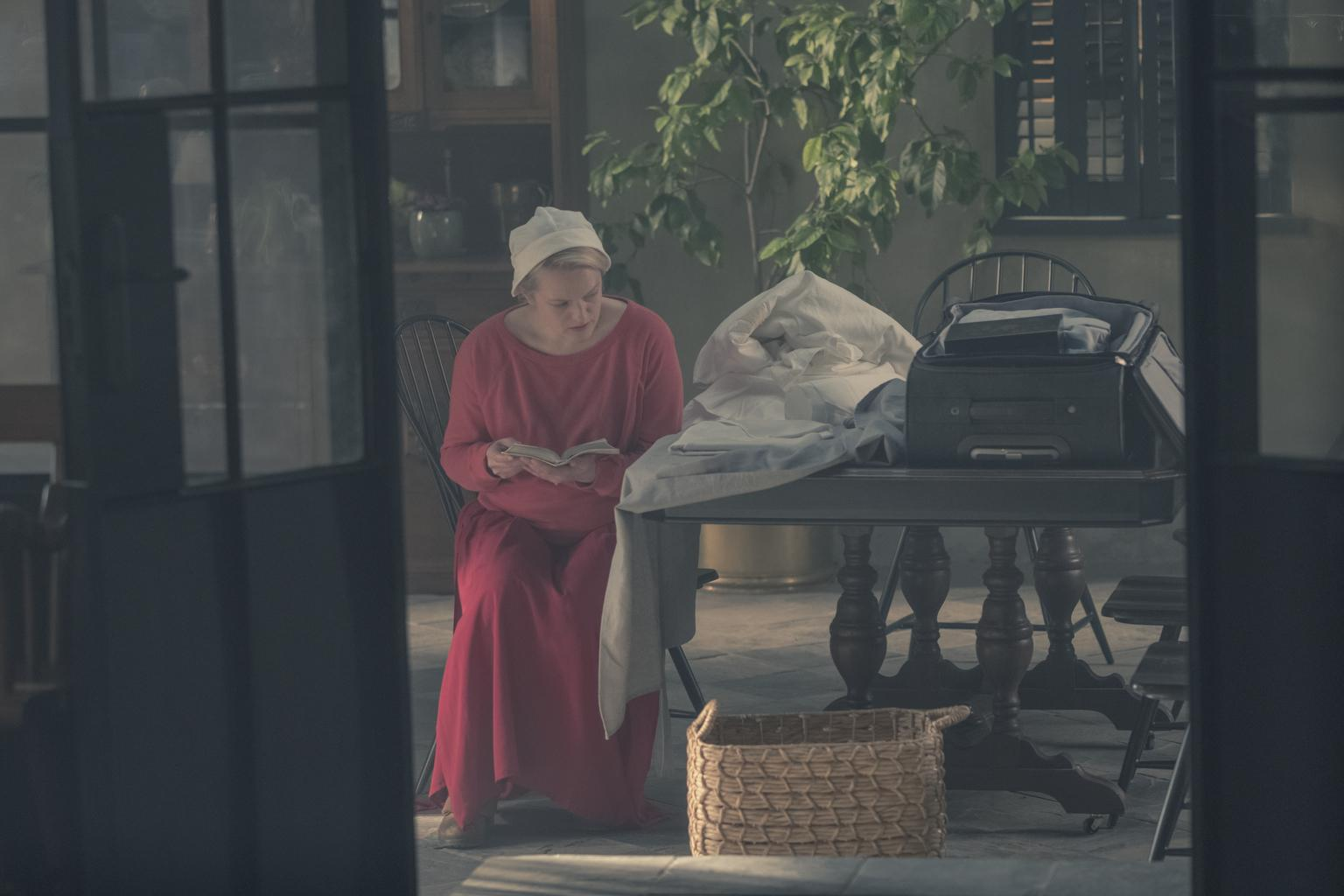 handmaid's tale season 3 - photo #44