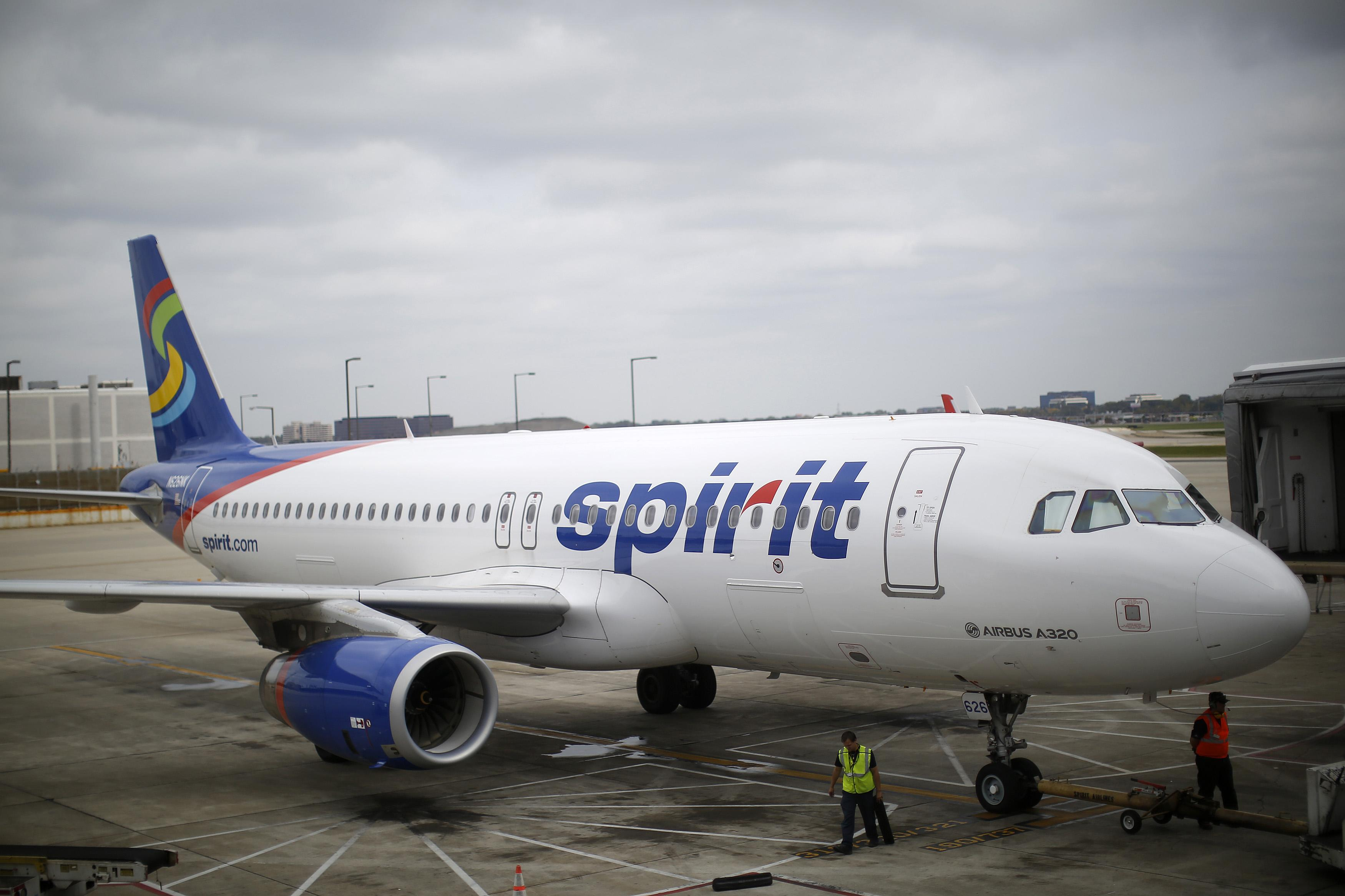 'Drunk' woman twerks, flashes passengers in Spirit Airlines meltdown