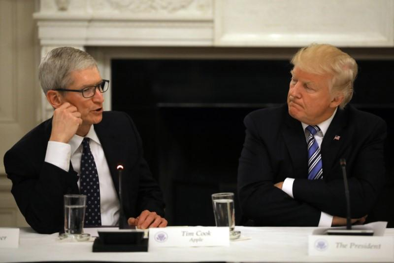 Tim Cook-Donald Trump