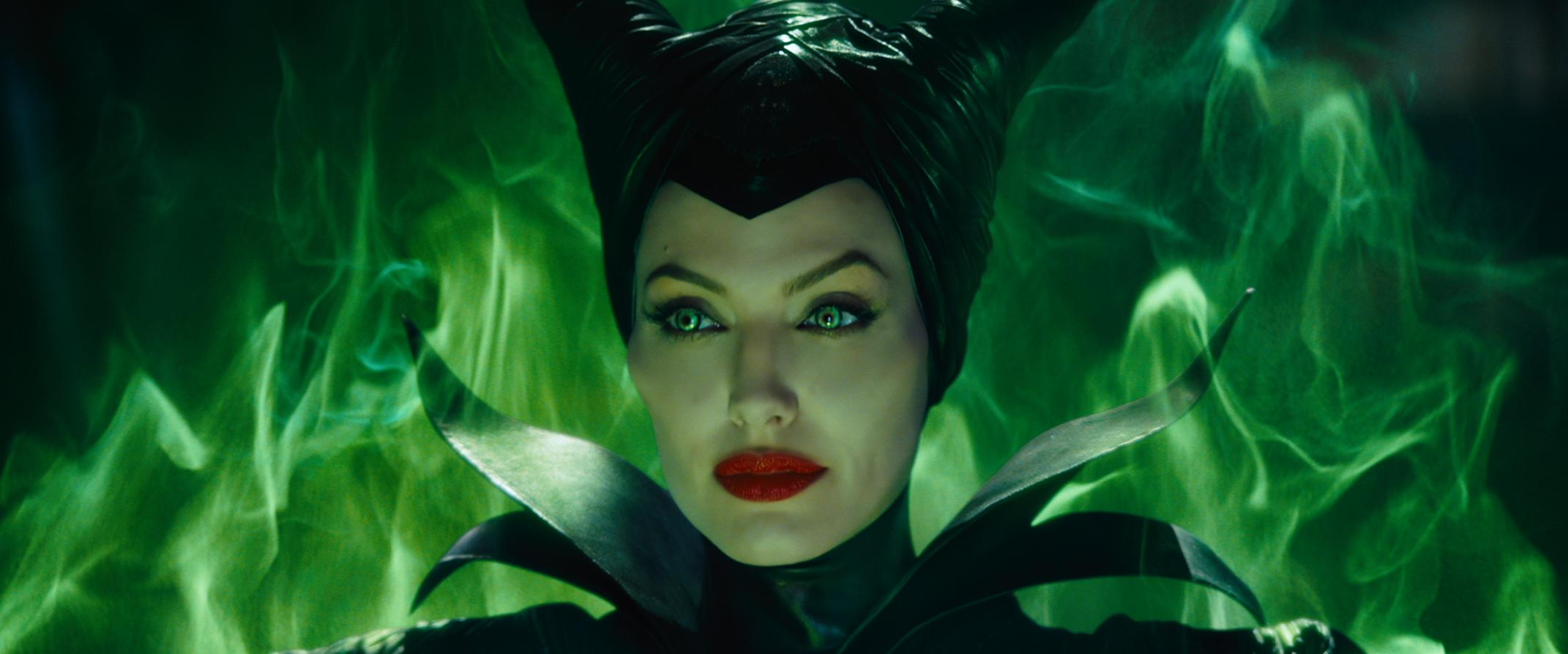 Angelina Jolie S Favorite Maleficent 2 Outfits Revealed
