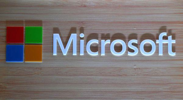 Microsoft temporarily surpassed Apple to become the world's most valuable company