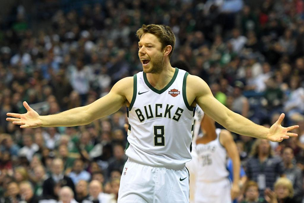 Milwaukee Bucks trade Matthew Dellavedova to Cleveland Cavaliers for George Hill