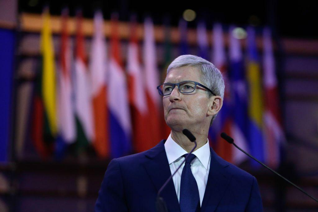 Tim Cook will host meeting for all Apple employees to talk iPhone