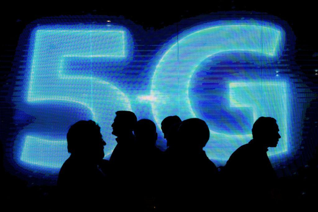 Verizon slams AT&T for using 5G network call signal