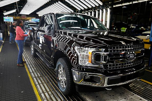Ford to invest $1 billion in Chicago plants, hire 500 workers