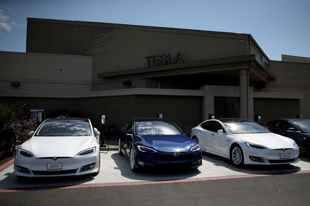 New Tesla Software Update With Sentry Dog Mode Drops Next