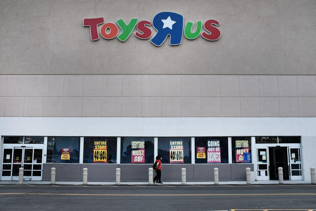 """Toys """"R"""" Us store going out of business"""
