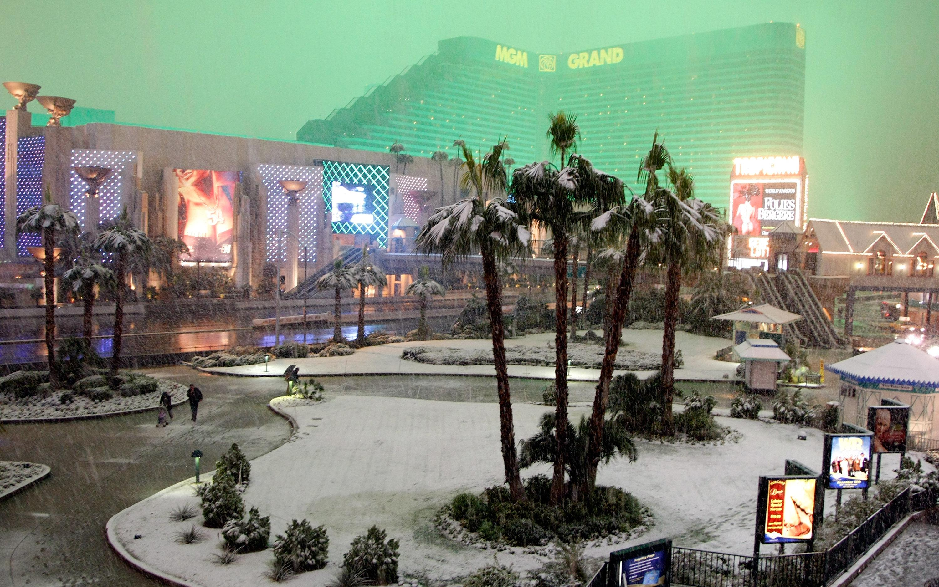 Snow in Vegas! 1st measurable since record keeping started