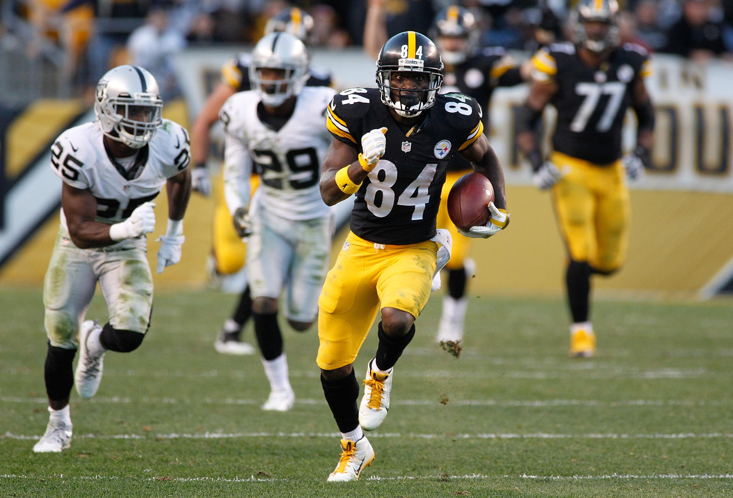 Three New Teams Reportedly Bidding Against Raiders For Antonio Brown