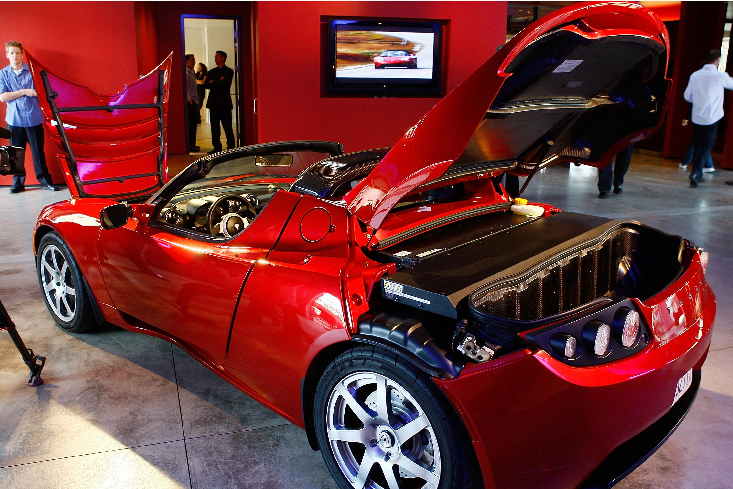 Tesla Roadster 2020 Specs Video Shows Impressive Speed And