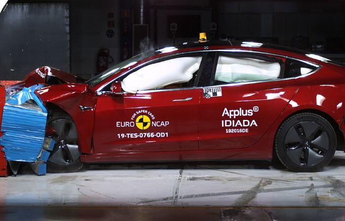 Frontal collision test of a Tesla Model 3 by ANCAP