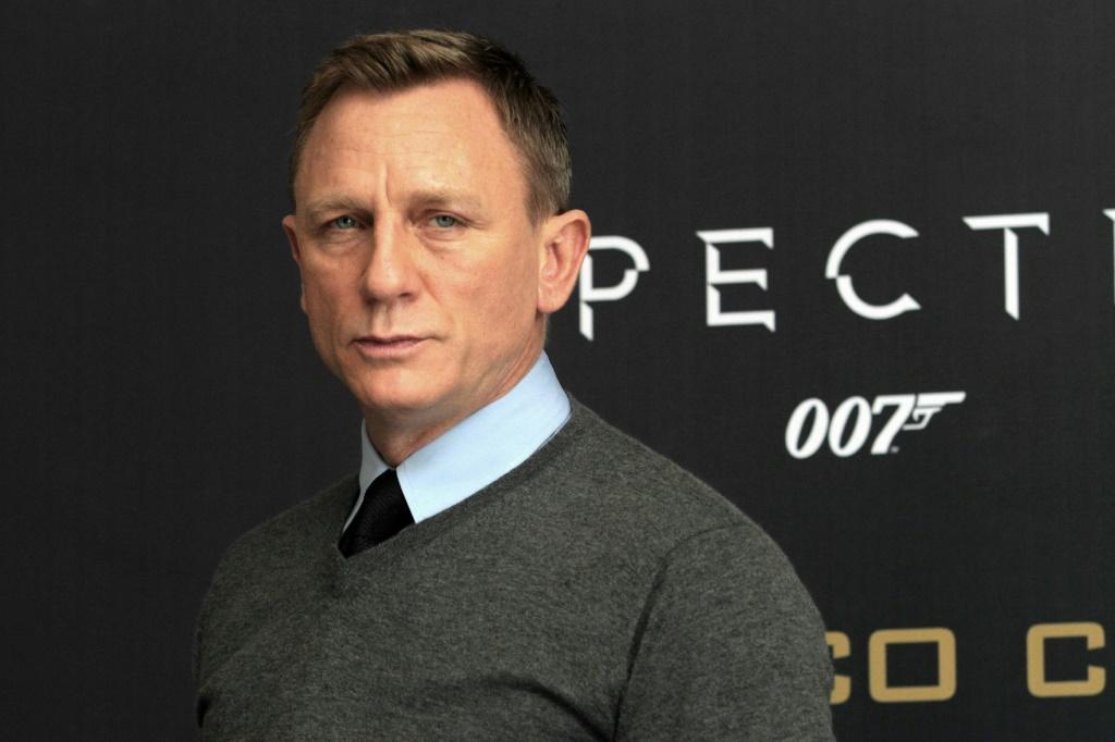 Why shouldnt we get Phoebe onto Bond, asks Daniel Craig
