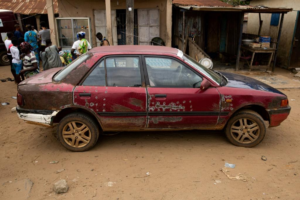 Cross-border: A car used for transporting goods from Benin to Nigeria