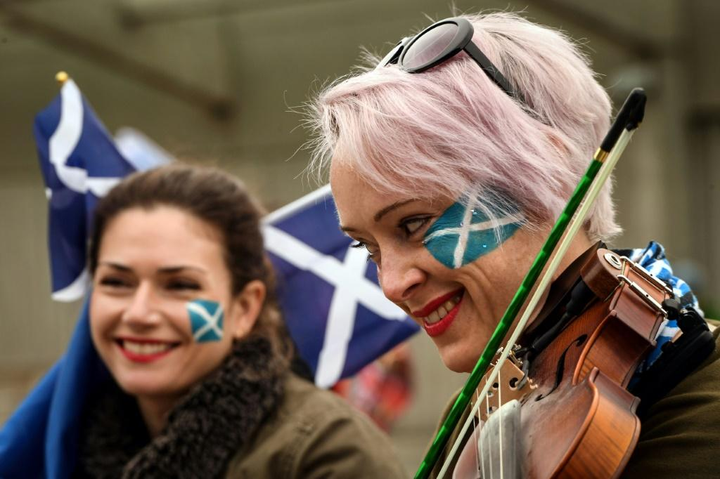 The march included a number of musicians playing traditional Scottish instruments such as fiddles and bagpipes