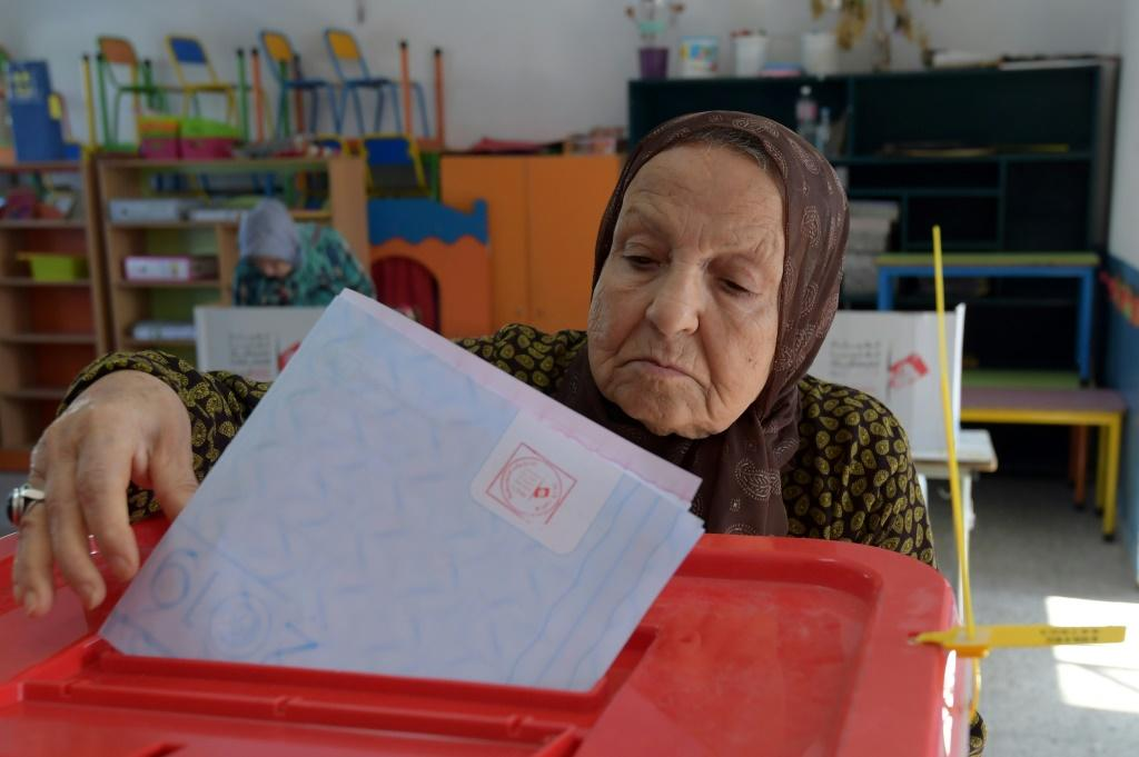 Tunisia's political elite is facing another challenge at the ballot box from outsider candidates