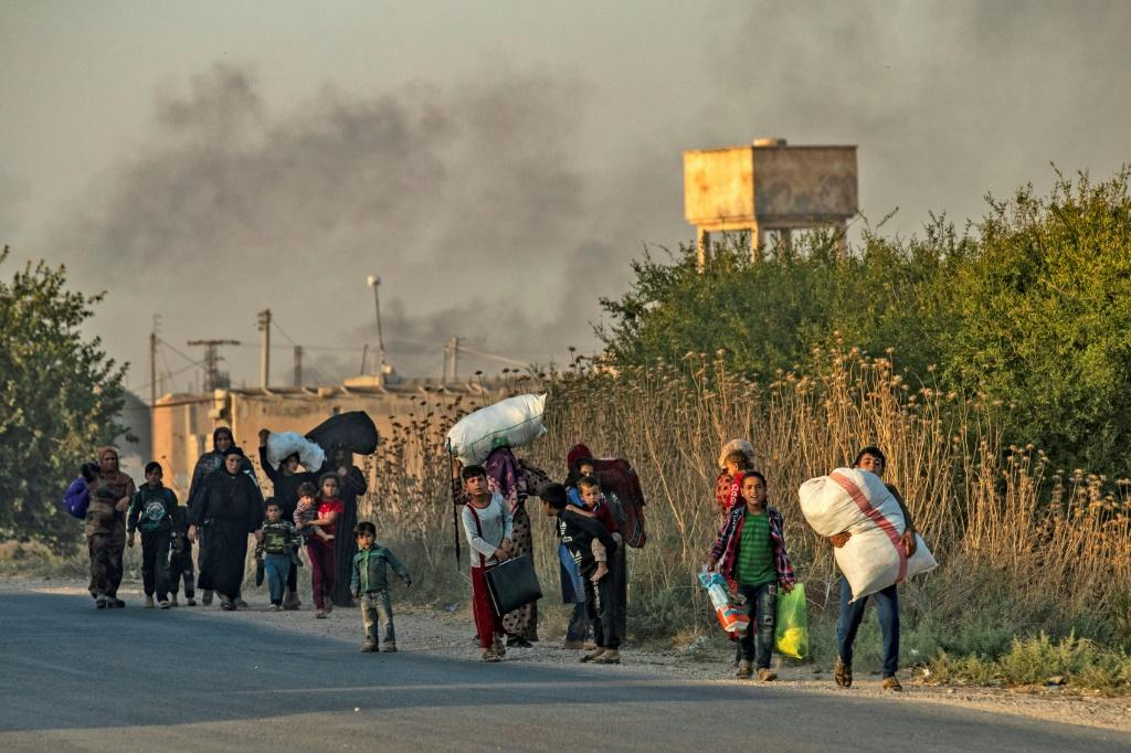 Civlians flee from the Turkish bombardment on the northeast Syrian town of Ras al-Ain