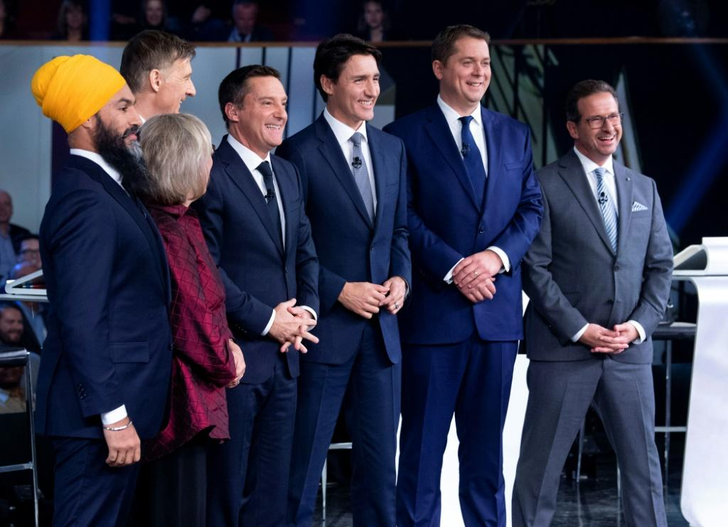 Canadian party leaders pose for pictures before an election debate on October 10, 2019