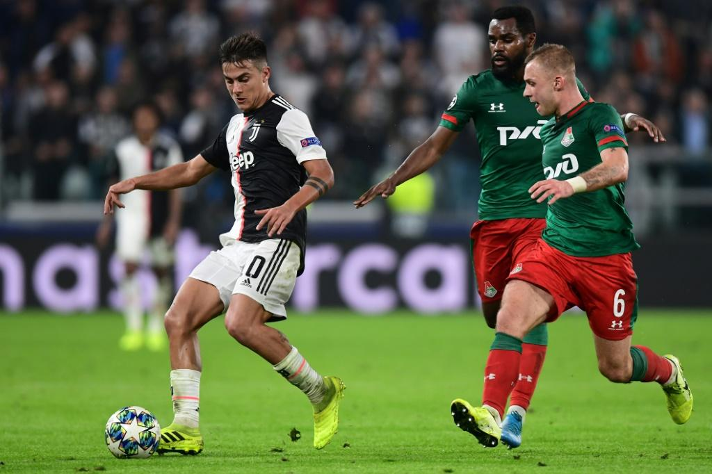 Paulo Dybala (L) scored two late goals as Juventus came from behind to beat Lokomotiv Moscow 2-1 in Turin