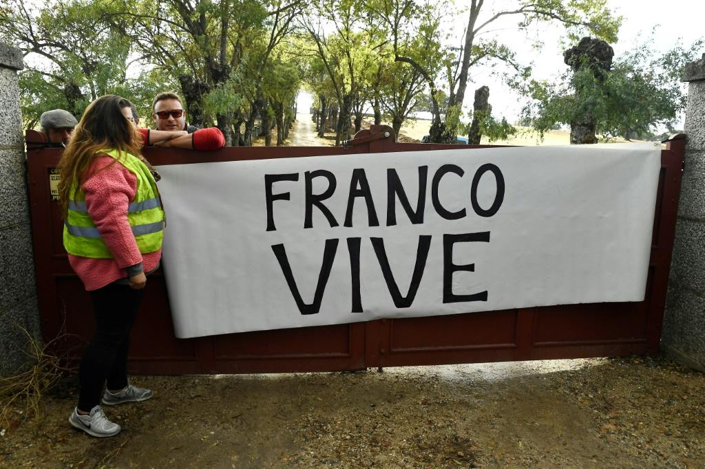 "Demonstrators held a banner reading ""Franco lives"" during the exhumation"