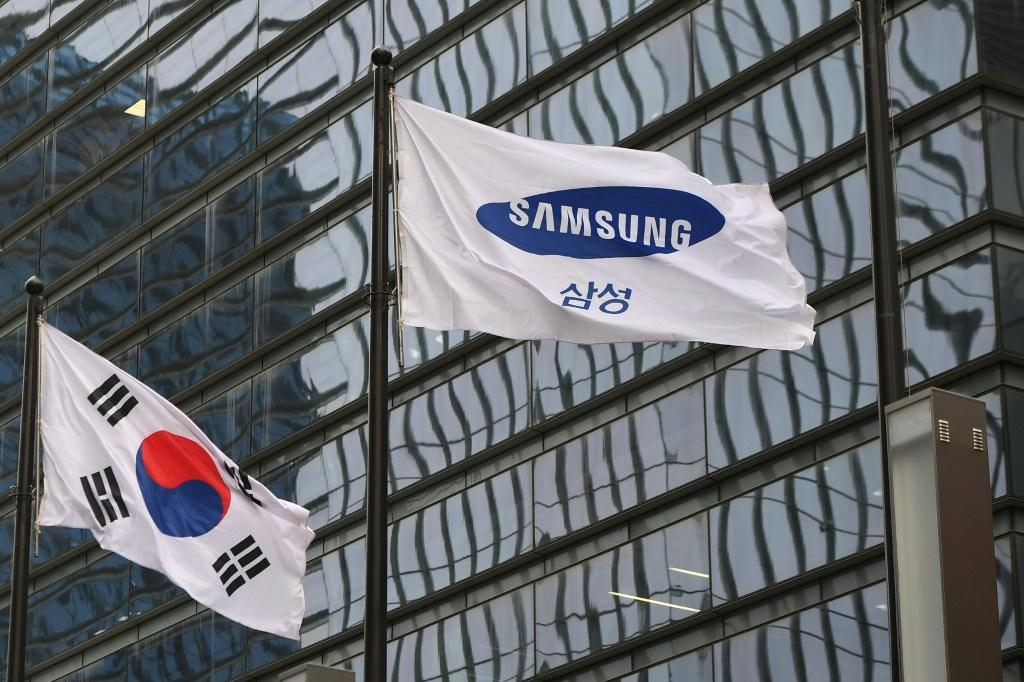 Samsung leads the global smartphone market with a 23 percent share