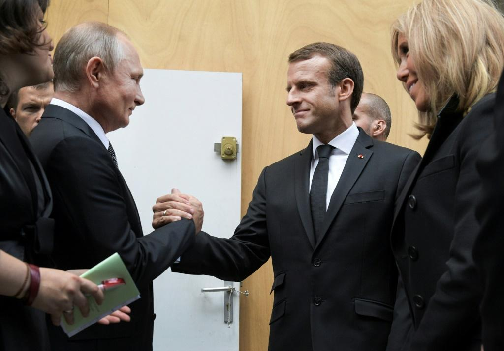 Putin and Zelensky will join Macron and Merkel for a four-way summit in Paris