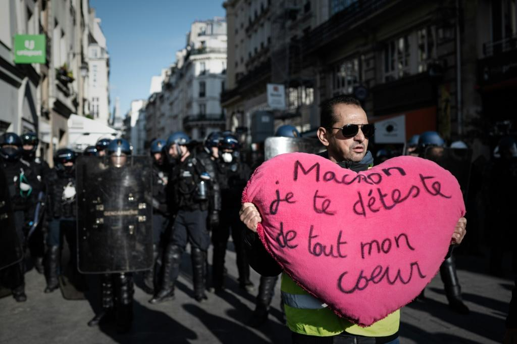 'Macron, I hate you with all my heart': yellow vest demonstrators accuse the French president of ruling for the urban elite