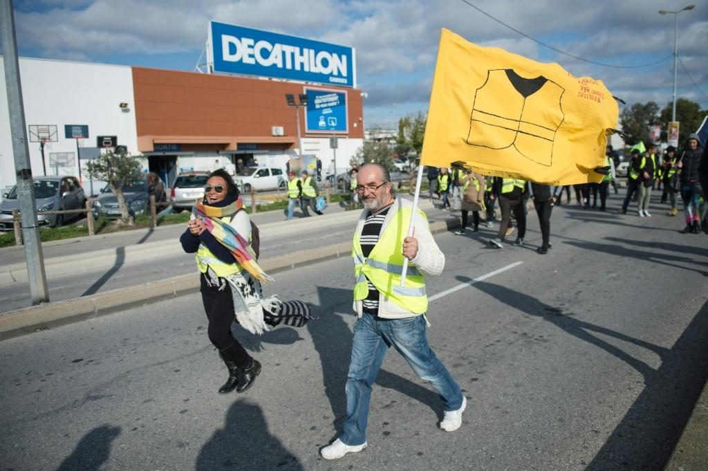 Yellow vest protesters also returned to some of the traffic roundabouts occupied at the start of the rebellion