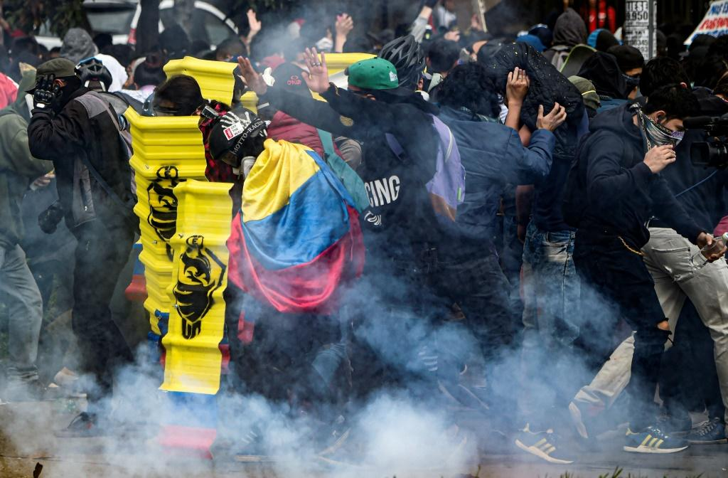 Demonstrators clash with riot police during a nationwide strike called by students, unions and indigenous groups to protest against the government of Colombia's President Ivan Duque, in Bogota, on November 21, 2019