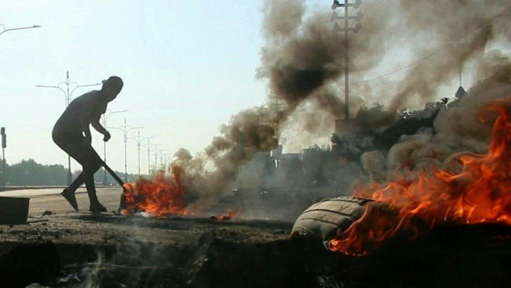 IMAGES AND SOUNDBITESIraqi anti-government protesters block roads in the southern city of Basra with burning tyres, as schools and public offices stayed shut a day after deadly clashes with security forces.