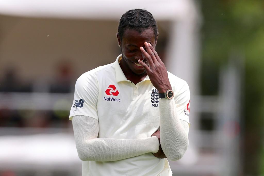 England's Jofra Archer reacts after Joe Denly dropped an easy catch off Kane Williamson