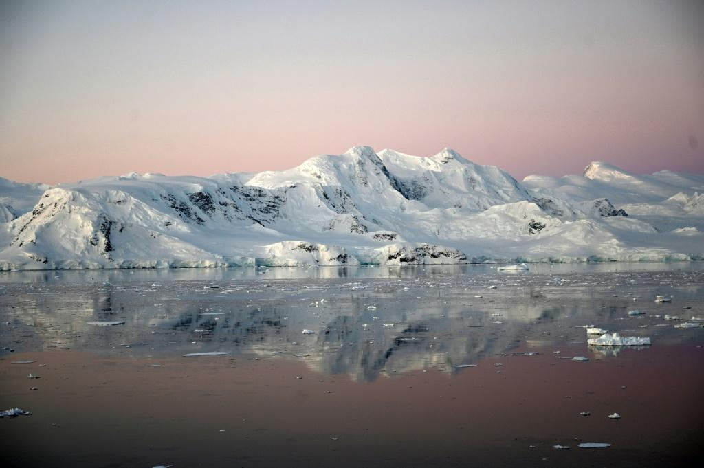 The Antarctic peninsula is one of the regions on Earth that is warming the fastest