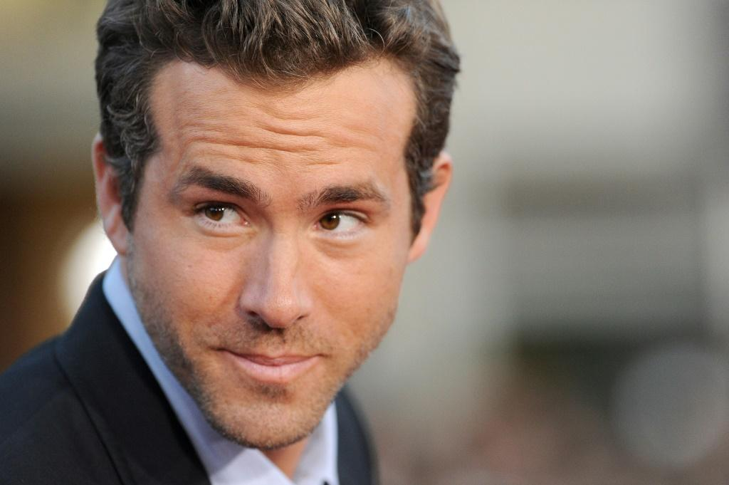 Actor Ryan Reynolds is winning social media plaudits for a new gin ad
