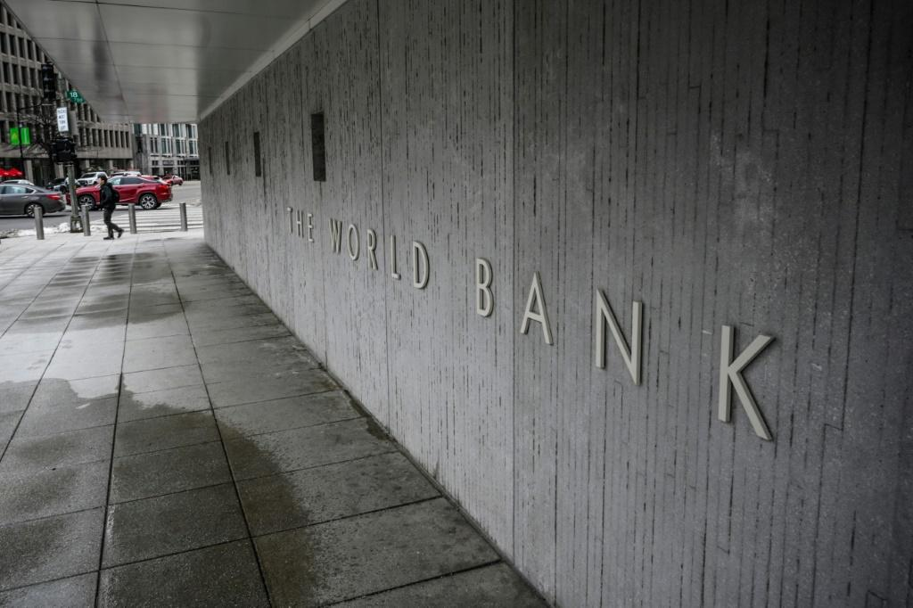 The World Bank says it plans to reduce lending to China