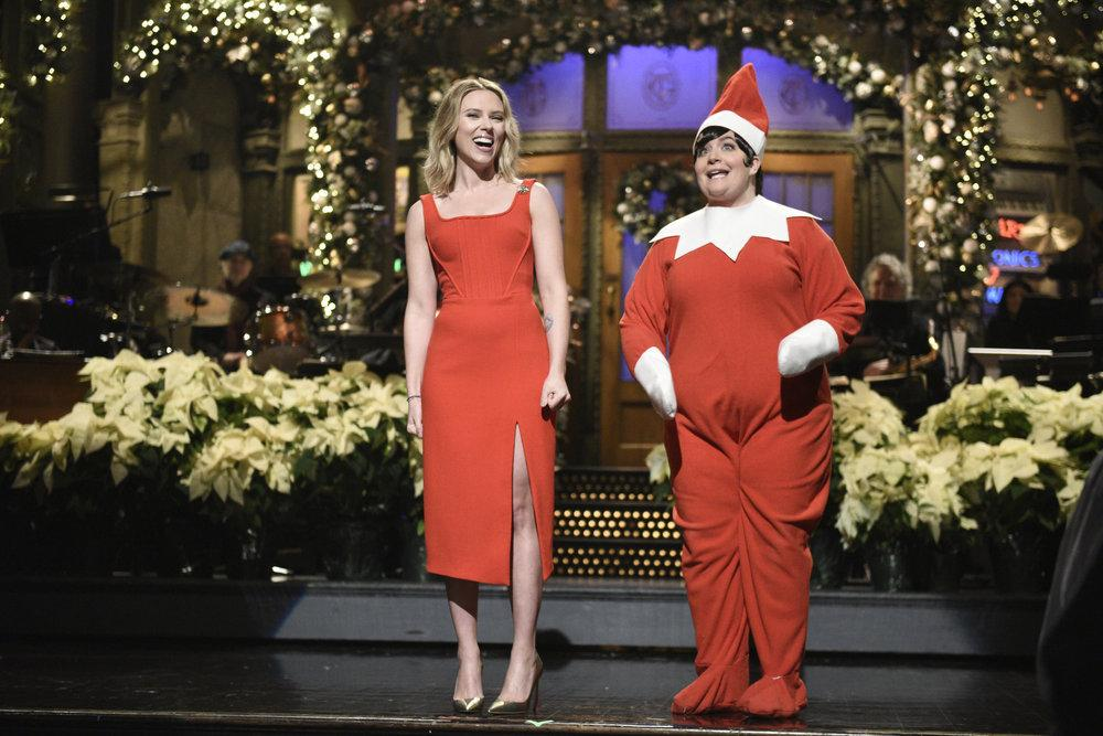 Niall Horan Sings With Scarlett Johansson & Cecily Strong In 'SNL' Sketch