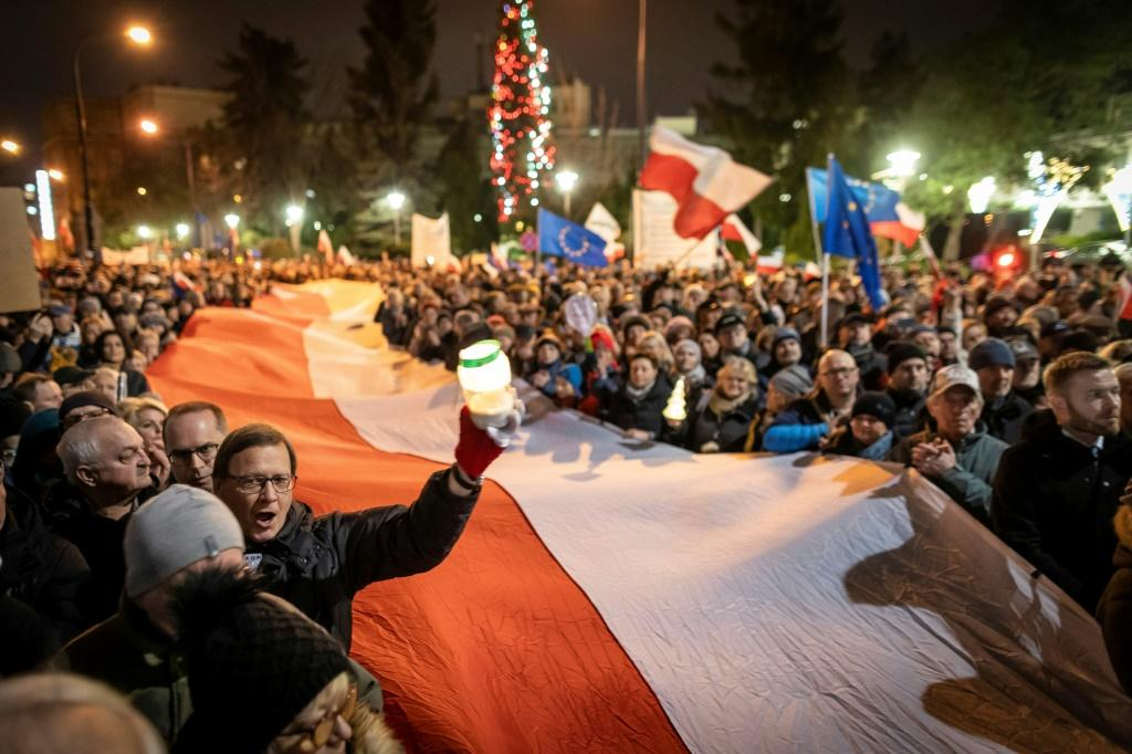 Thousands of people took to the streets in Warsaw and outside courts in dozens of other towns