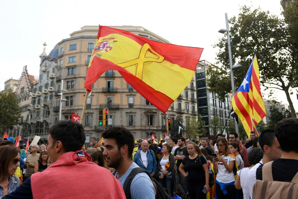 Pro-independence supporters, including Torra, have adopted a yellow ribbon to protest the arrest and jailing of the Catalan separatist leaders over the 2017 independence bid