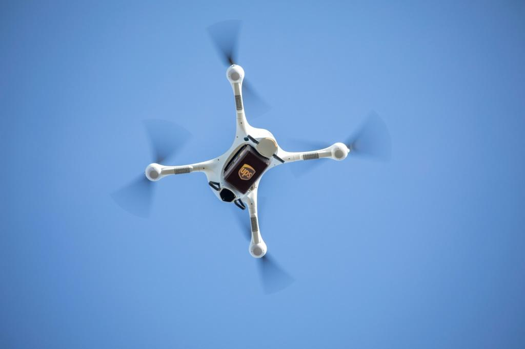 US regulators are seeking to require privately operated drones to have remote identification, a kind of electronic license plate, to open up more commercial opportunities and help law enforcement track illegal activities