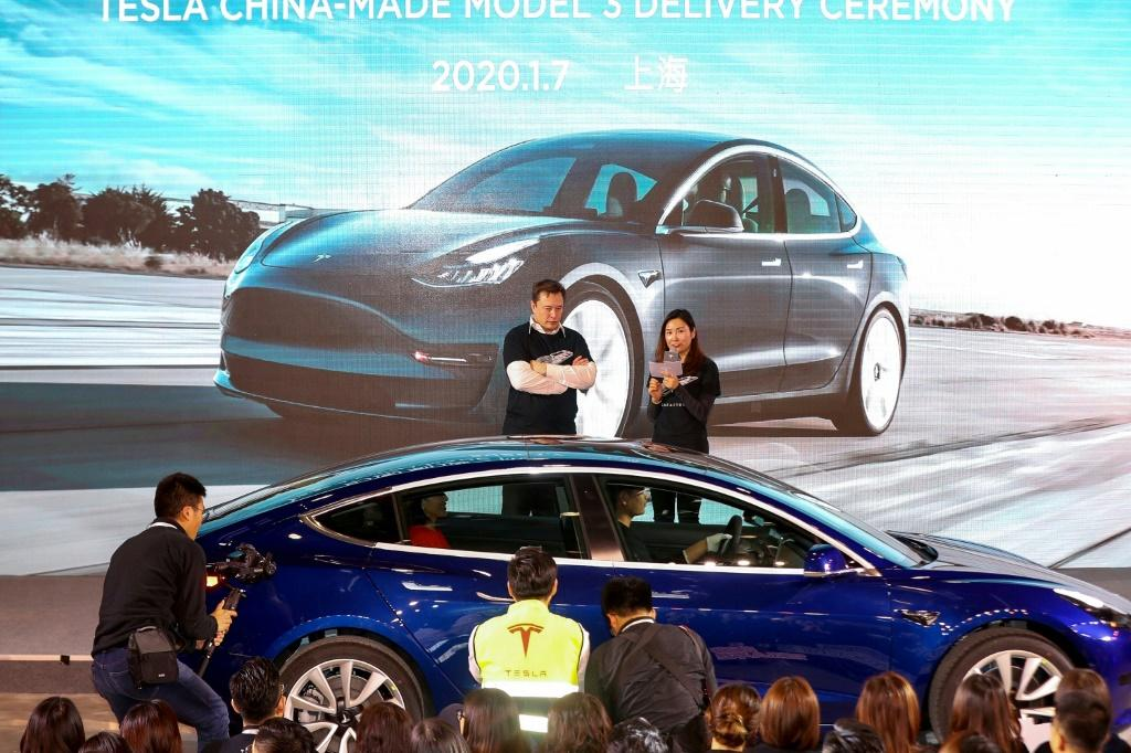 Elon Musk oversaw the delivery to customers of the first batch of made-in-China Tesla Model 3 cars