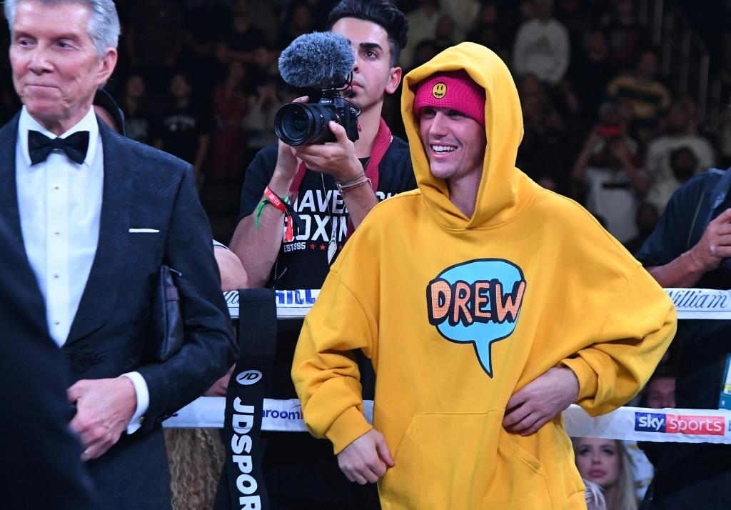 Justin Bieber Praised For His 'Saturday Night Live' Performances