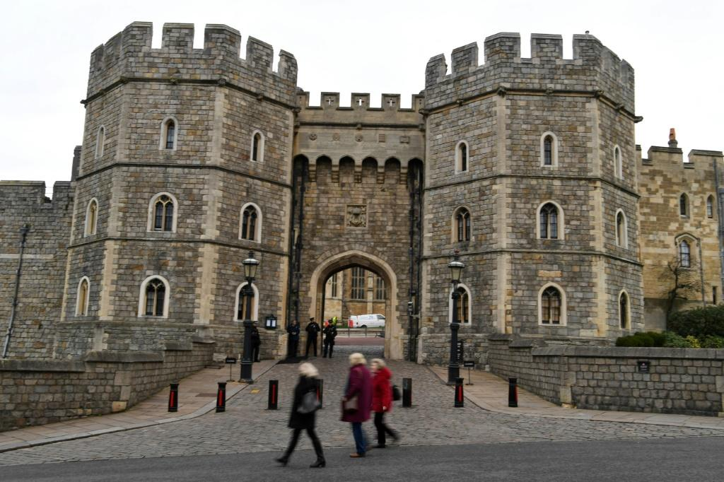 Harry and Meghan want to keep their home on the queen's Windsor Castle estate as their British base