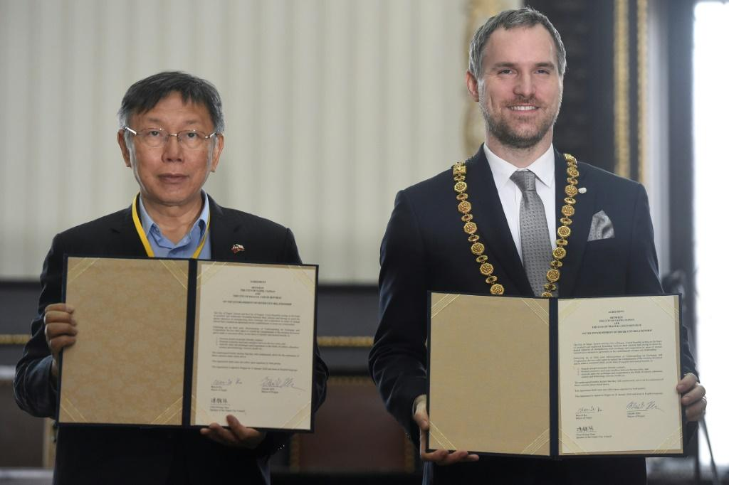 Mayor of Prague Zdenek Hrib (right) and his Taipei counterpart Ko Wen-je after they signed a twinning agreement in the Czech capital