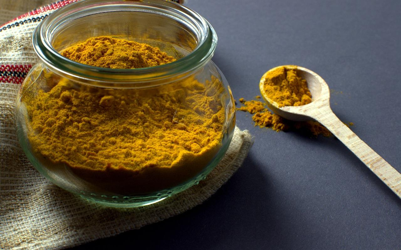 turmeric helps reduce visceral fat