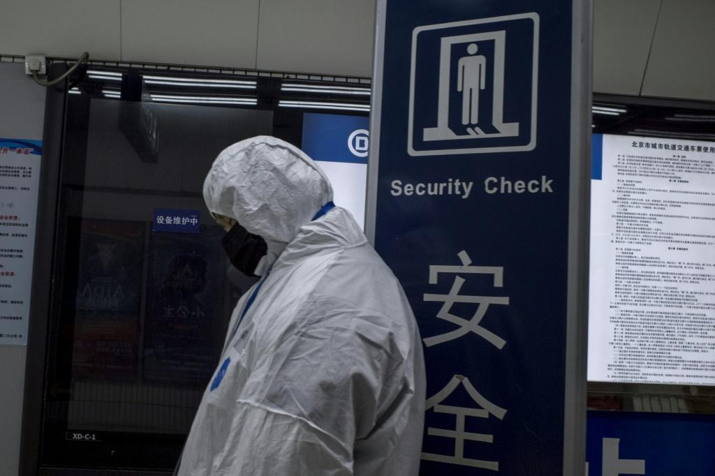 China's National Health Commission said that in addition to 2,744 confirmed infections nationwide, up 769, there were nearly 6,000 suspected cases and over 30,000 people under observation