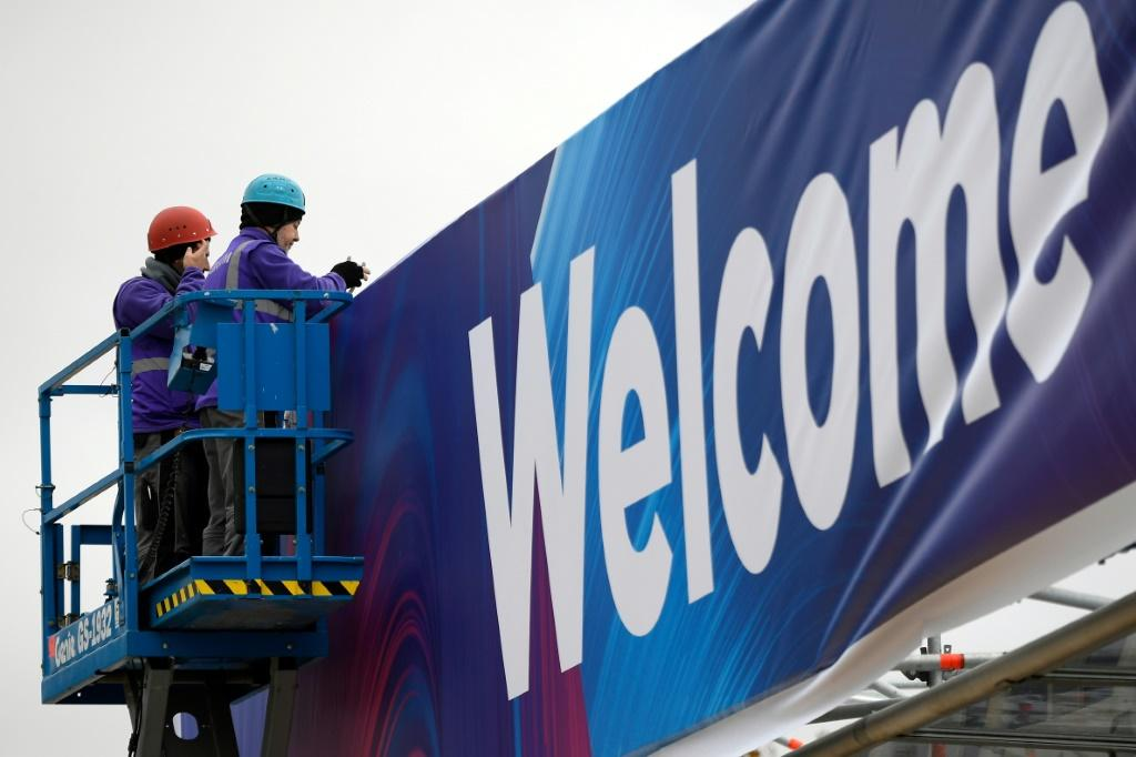 Workers putting up the 'welcome' sign just hours before the cancellation of Mobile World Congress