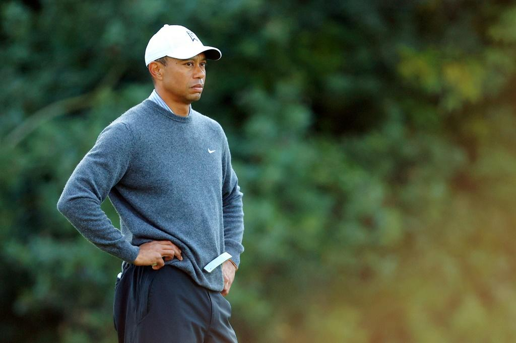 Tiger Woods struggled on the greens on the way to a five-over par 76 in the third round of the US PGA Tour Genesis Invitational at Riviera Country Club