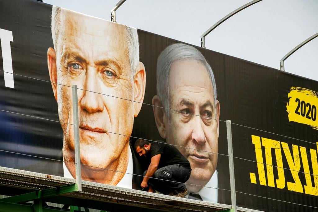 Retired army general Benny Gantz (L) is hoping to beat indicted Prime Minister Benjamin Netanyahu (R) in elections on March 2