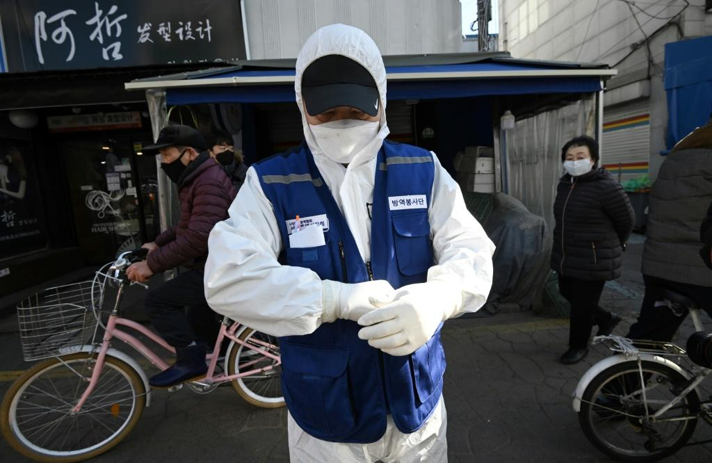 A jump in the number of deaths and infections in South Korea and elsewhere outside China has fanned concerns the COVID-19 outbreak could last longer and hammer the global economy