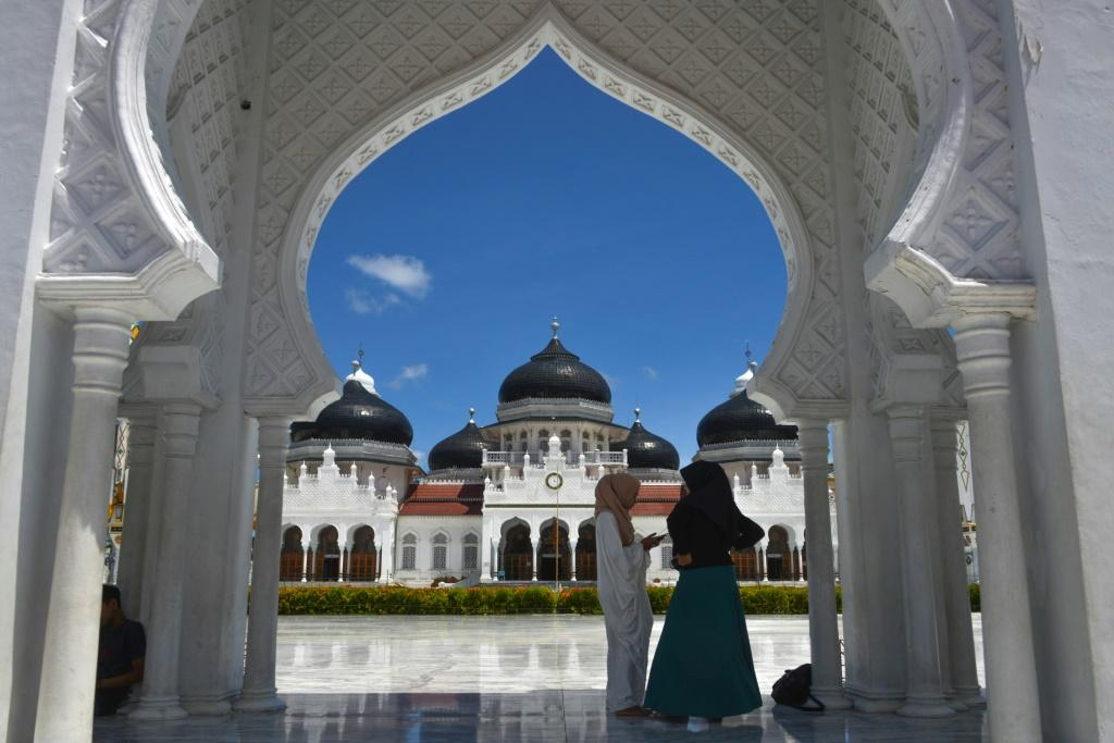 Marriage without dating is a growing trend in Indonesia, seen as a way to ditch dating that went nowhere and be a devout Muslim at the same time by avoiding pre-marital touching and sex
