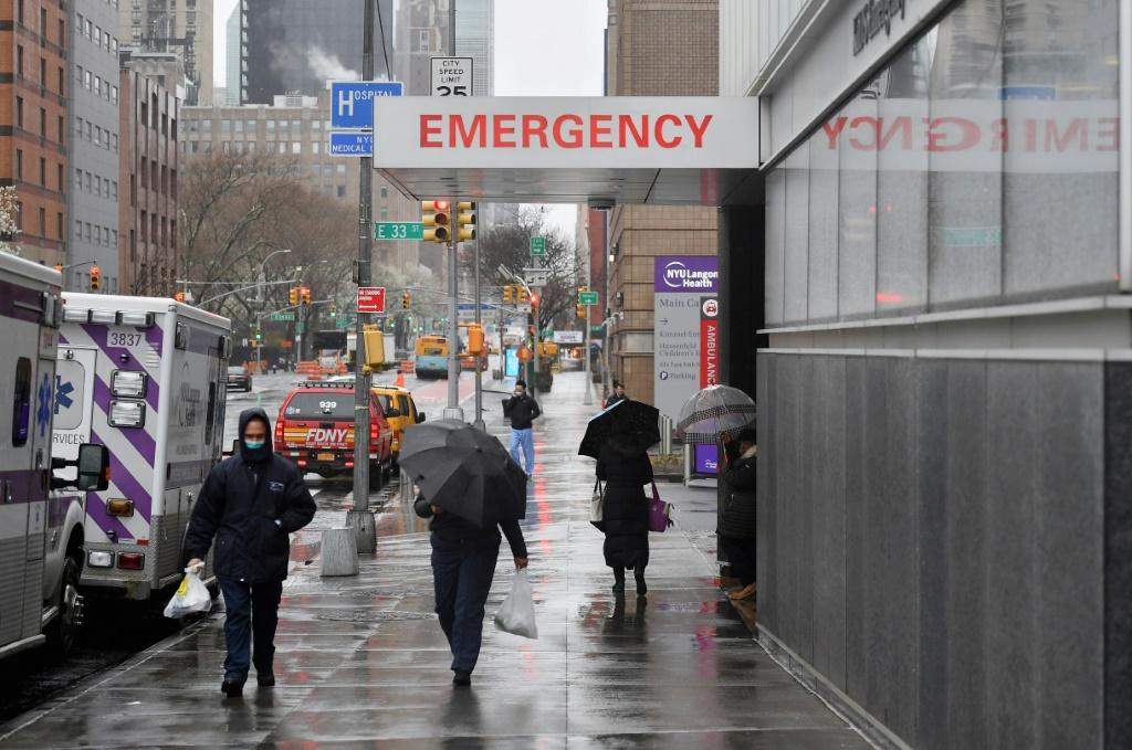 """Mayor Bill de Blasiowarned New York was just at """"the beginning"""" ofdealing with the epidemic"""