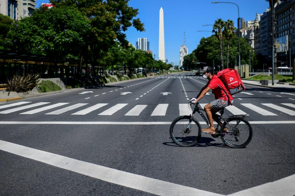 Food delivery rider Dixon Abreu on the July 9 Avenue in Buenos Aires